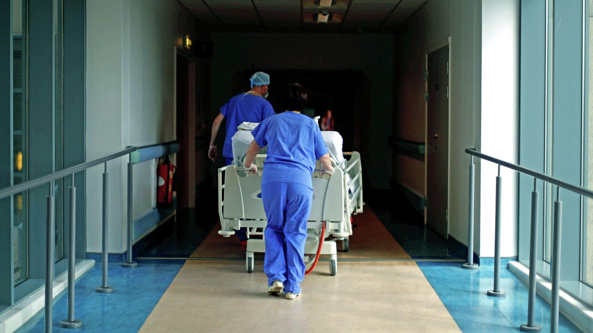 Медики в коронавирусном отделении больницы в Великобритании - РИА Новости, 1920, 04.01.2021