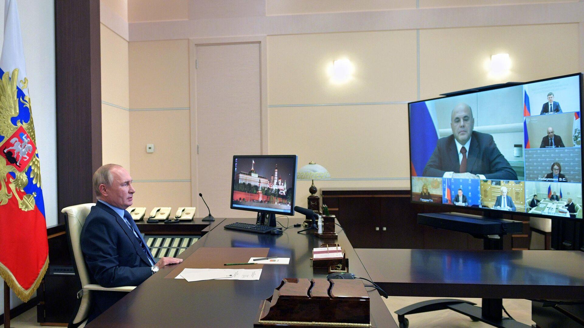 Президент РФ Владимир Путин проводит в режиме видеосвязи совещание по экономическим вопросам - РИА Новости, 1920, 26.10.2020