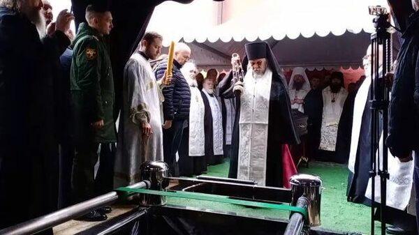 Протоиерея Дмитрия Смирнова похоронили за алтарем Благовещенского храма  в Москве