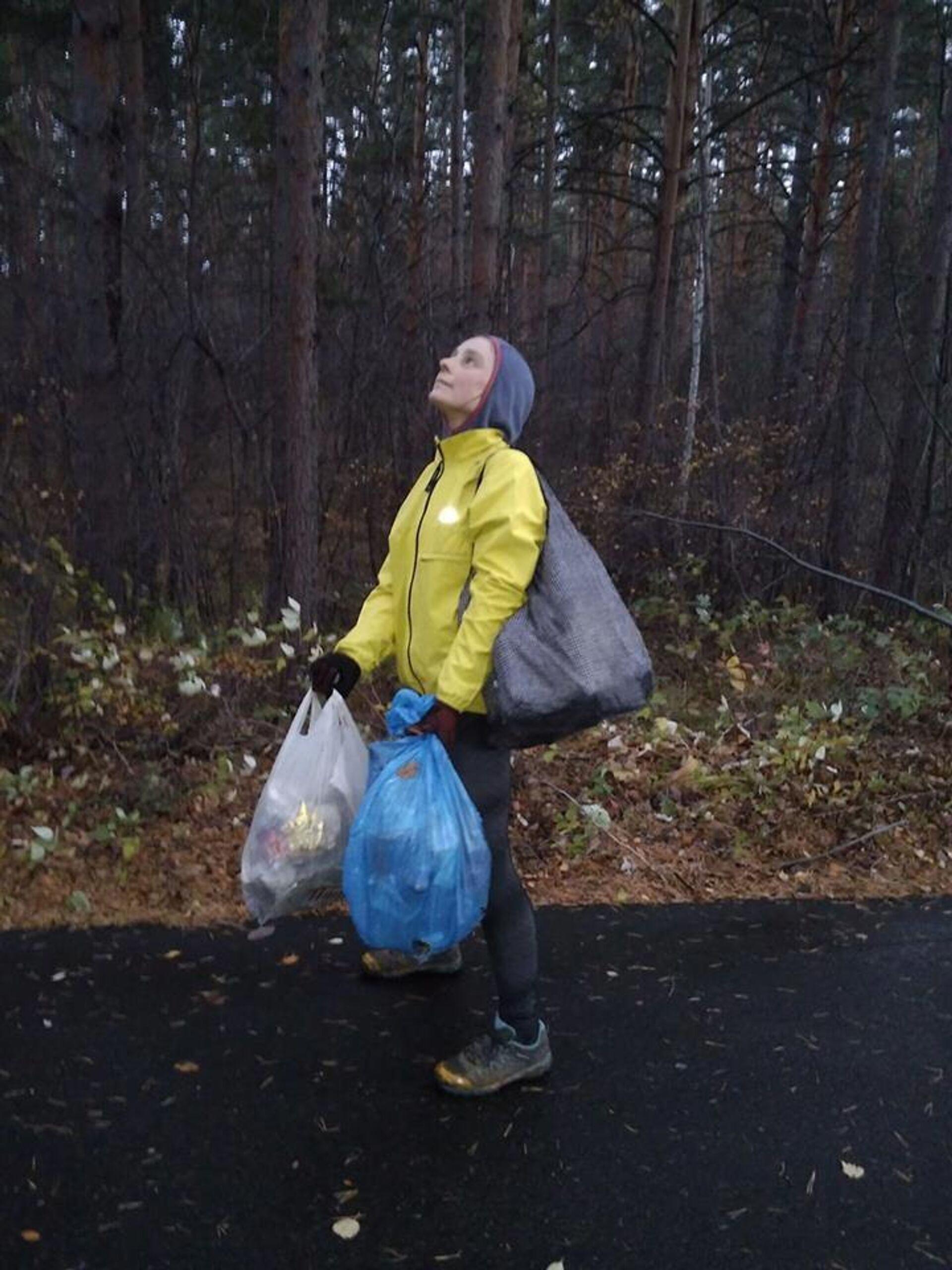 После каждой пробежки Дина выносит из леса по 6-8 килограмм мусора - ПРОФИ Новости, 1920, 23.10.2020