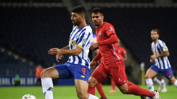 FC Porto's Iranian forward Mehdi Taremi (L) vies with Gil Vicente's Brazilian defender Rodrigao during the Portuguese League football match between Porto and Gil Vicente at the Dragao stadium in Porto on October 24, 2020. (Photo by MIGUEL RIOPA / AFP)