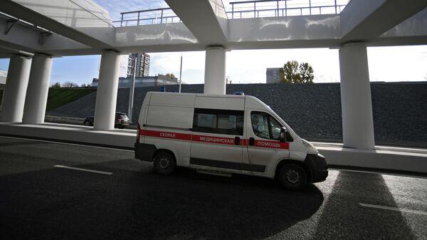 Автомобиль скорой помощи на Южном дублере  Кутузовского проспекта