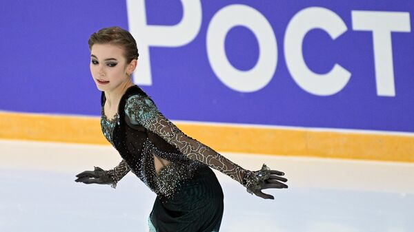 Дарья Усачёва выступает с произвольной программой в женском одиночном катании на III этапе Кубка России - Ростелеком 2020-2021 гг. по фигурному катанию в Сочи.