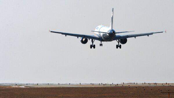 Пассажира самолета, вылетавшего из Владивостока в Южно-Сахалинск, сняли с рейса за дебош