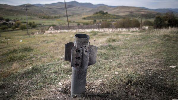 Неразорвавшийся снаряд в городе Мартуни в Нагорном Карабахе