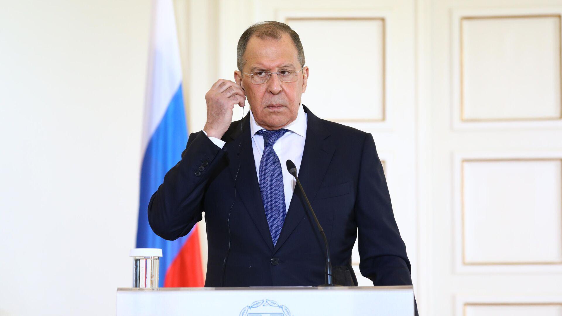 Россия никому не навязывает свой газ, заявил Лавров