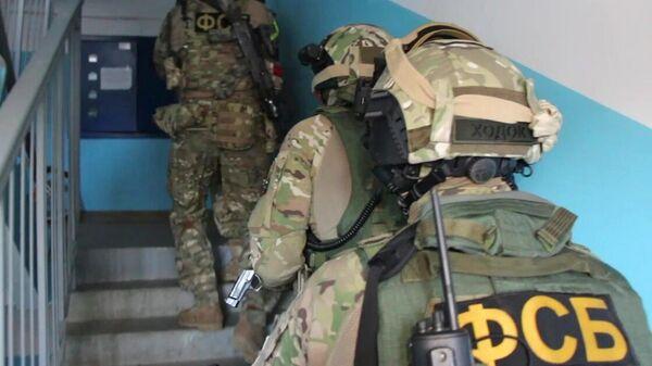 Сотрудники ФСБ РФ во время задержания межрегиональной преступной группы, специализирующейся на сбыте особо крупных партий наркотических средств в Дальневосточном федеральном округ