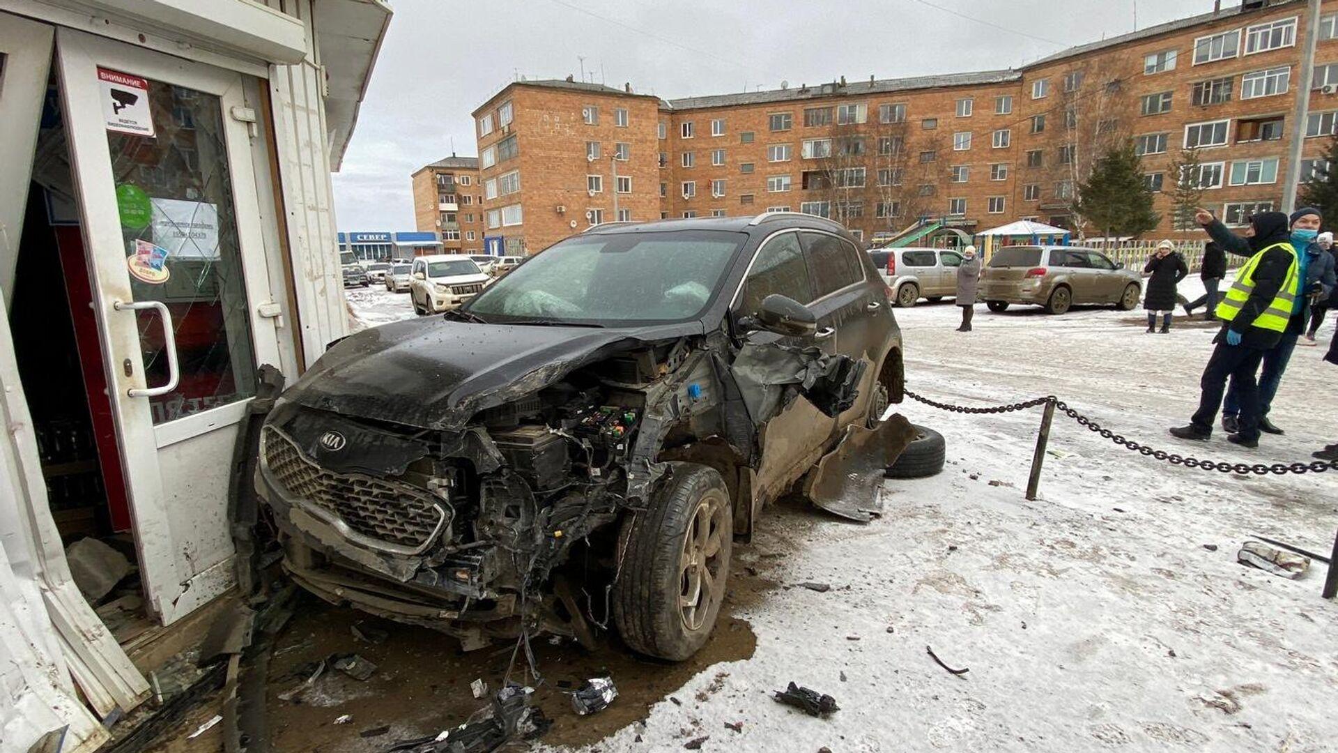 В Красноярском крае внедорожник наехал на двух детей и мужчину