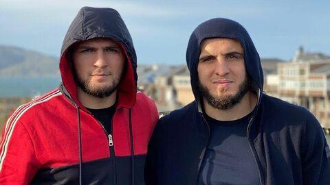 Хабиб Нурмагомедов и Ислам Махачев (слева направо)