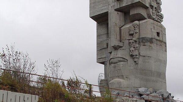 Монумент Маска скорби в Магадане