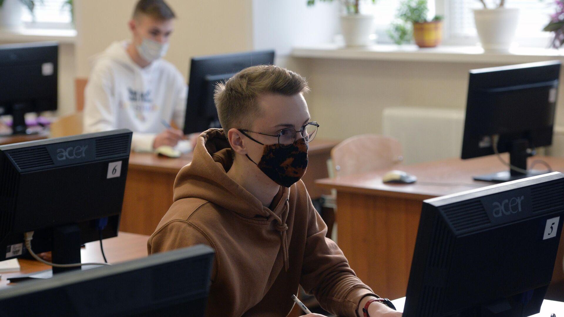 Студент Уральского федерального университета во время семинара в Екатеринбурге - РИА Новости, 1920, 30.10.2020