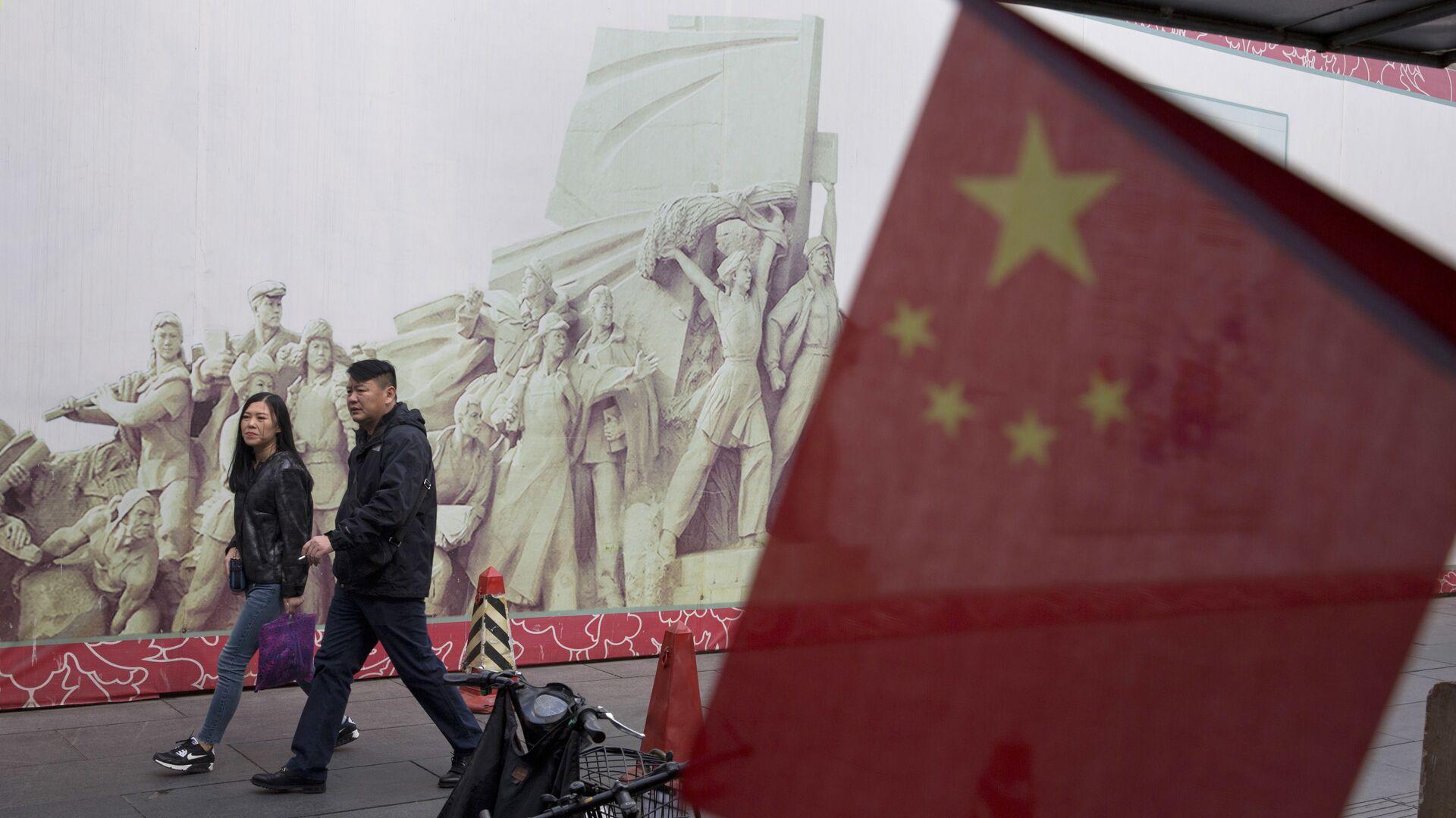 Покупатели в торговом центре в Пекине, КНР - РИА Новости, 1920, 17.02.2021