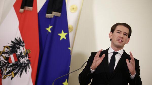 Канцлер Австрии Себастьян Курц проводит пресс-конференцию после перестрелки в Вене, Австрия