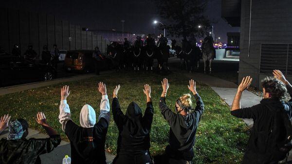 Протестующие в Миннеаполисе, штат Миннесота, США
