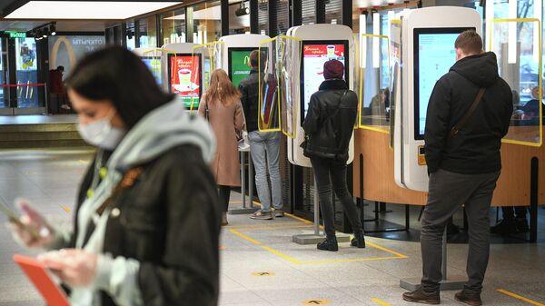 Сеть ресторанов Макдоналдс вводят систему QR-кодов в Москве