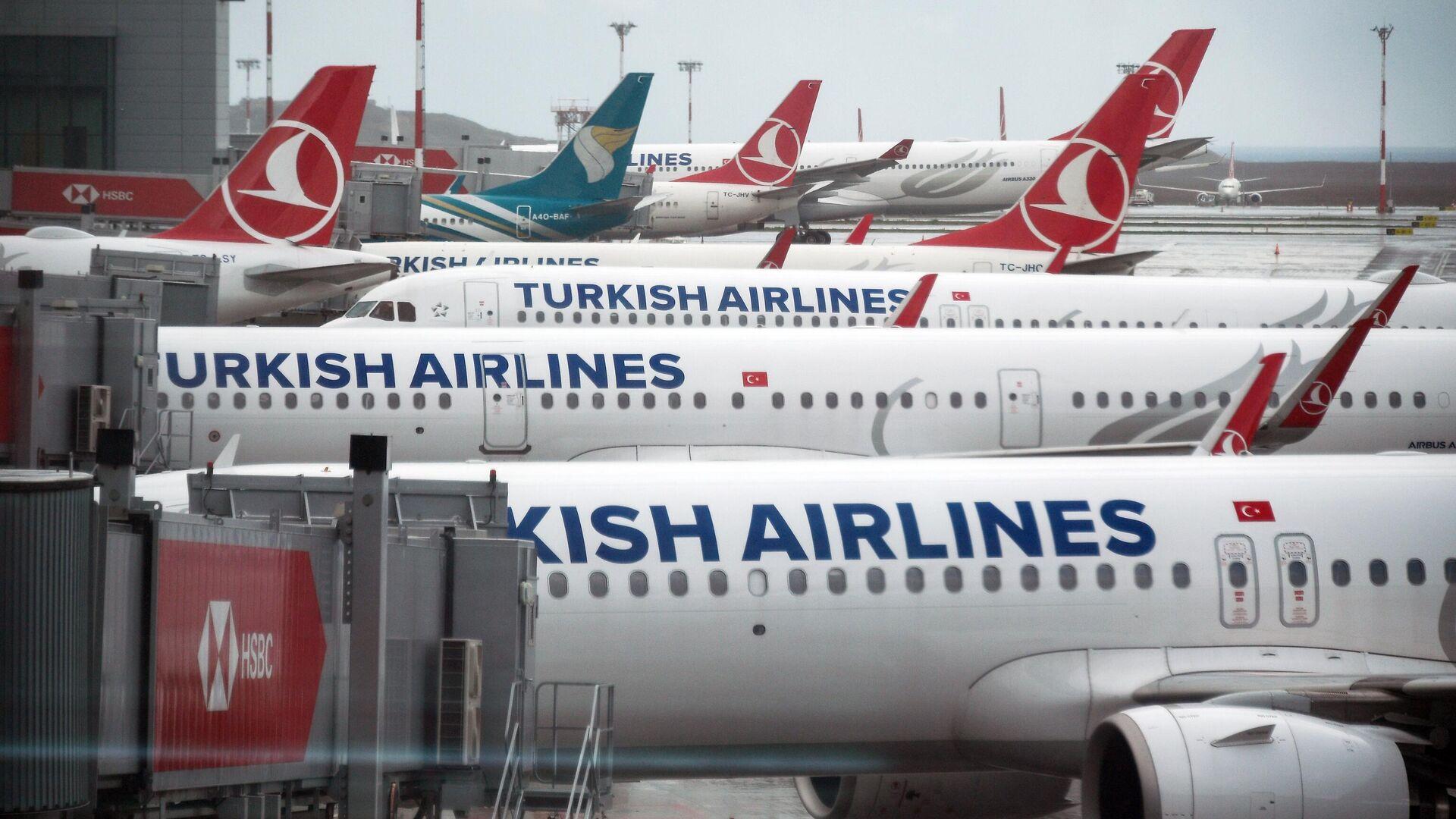 Самолеты на перроне в Международном аэропорту Стамбул  - РИА Новости, 1920, 20.04.2021