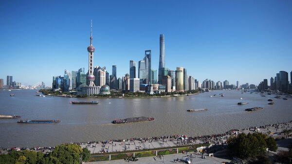 Набережная Вайтань и район Пудун в Шанхае