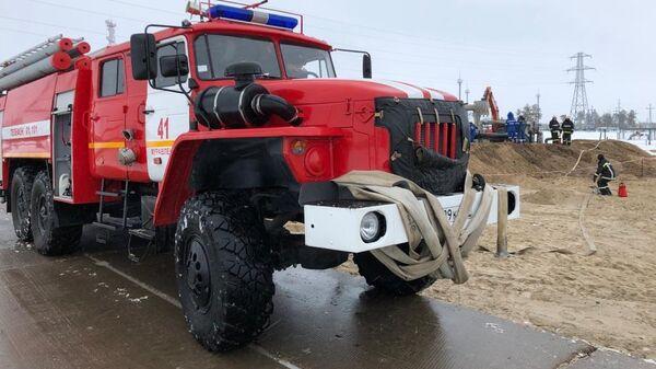 Сотрудники МЧС во время ликвидации последствий аварии в Пуровском районе ЯНАО