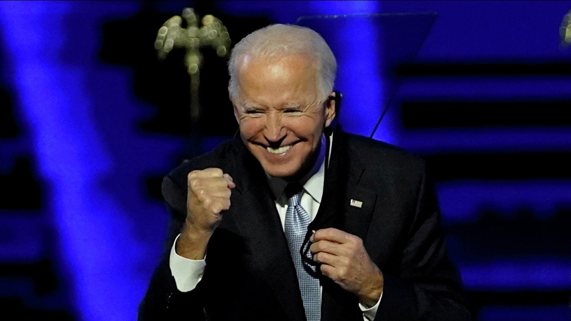 Кандидат в президенты США от Демократической партии Джо Байден выступает перед избирателями после того, как СМИ объявили, что Байден победил на выборах в США  - РИА Новости, 1920, 08.11.2020