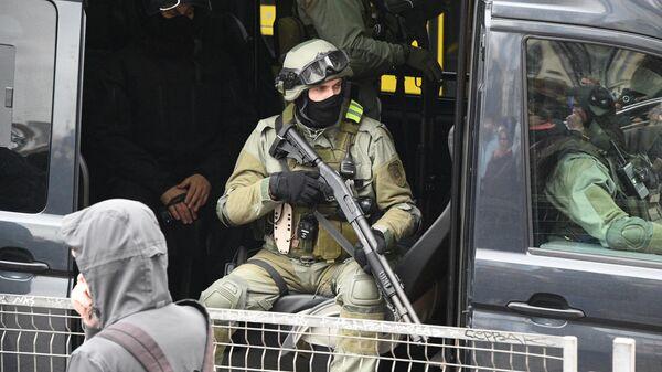 Сотрудники правоохранительных органов во время несанкционированной акции протеста Марш народовластия в Минске