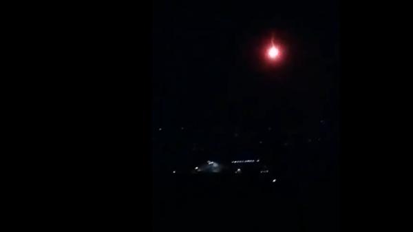 Падение огненного метеорита попало на видео