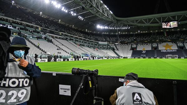 Sports photographers wait on October 4, 2020 at the Juventus stadium in Turin, prior to the Italian Serie A football match Juventus vs Napoli, still scheduled following Lega Serie A's confirmation despite Napoli remaining at home in Naples. - Napoli's squad was remaining in Naples, complying with a decision by regional health authorities, as Juventus confirmed they would take to the field as scheduled despite two positive tests among their staff. If Napoli do not play they would forfeit the game 3-0. (Photo by Vincenzo PINTO / AFP)
