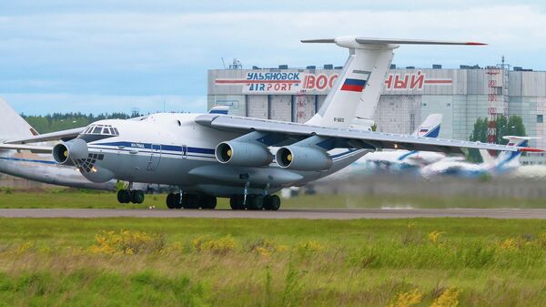 Самолет Ил-76 вылетает с аэродрома Ульяновск-Восточный