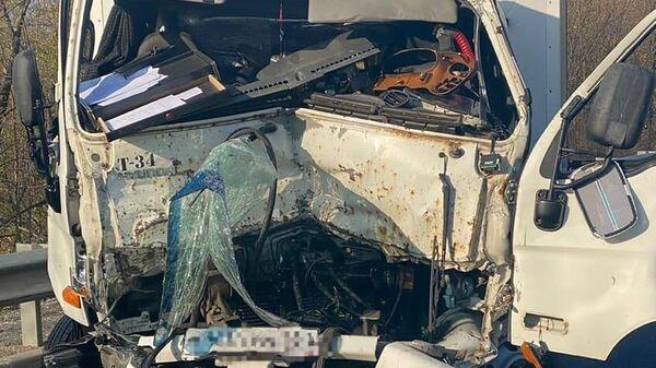 Грузовик Hyundai столкнулся с патрульной машиной ДПС в Минераловодском городском округ