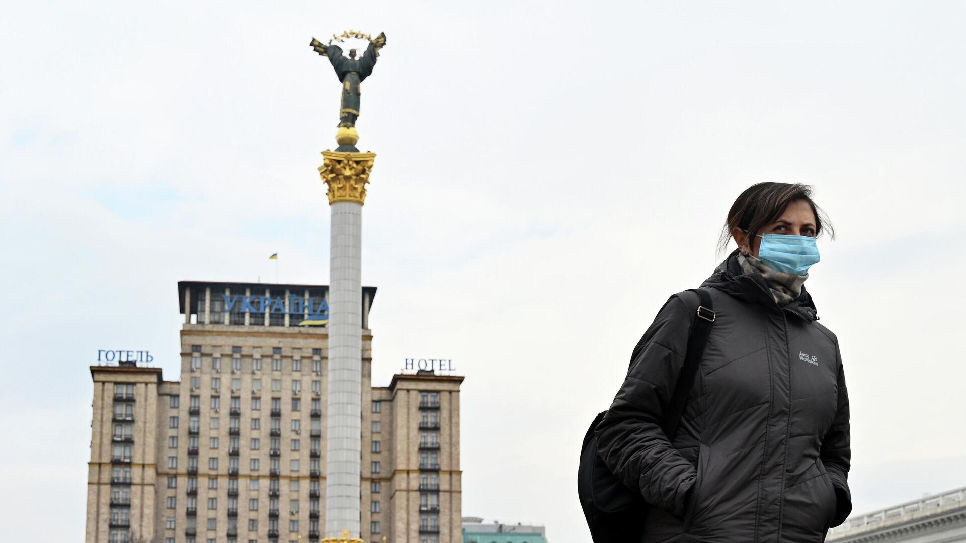 Женщина на площади Независимости в Киеве - РИА Новости, 1920, 13.11.2020