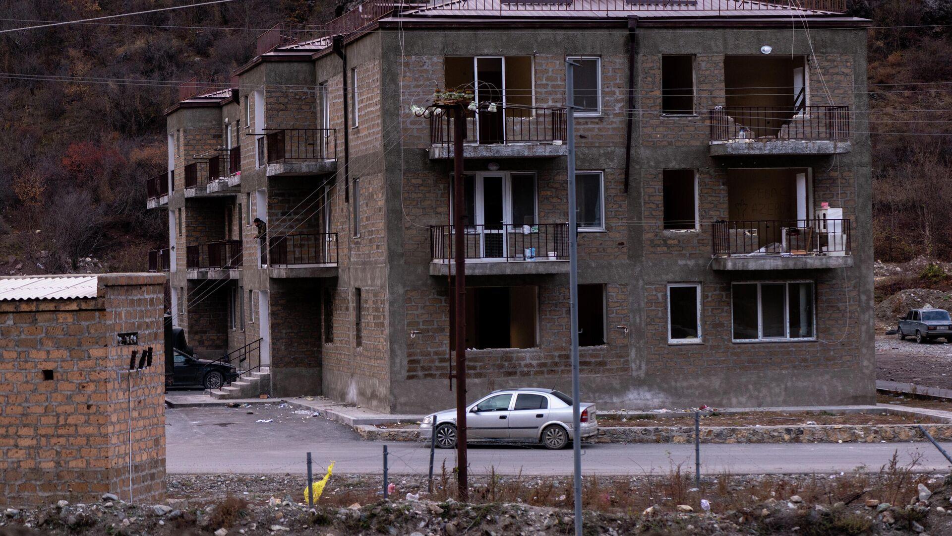 Дом в городе Карвачар (Кельбаджар) в Нагорном Карабахе - РИА Новости, 1920, 13.11.2020