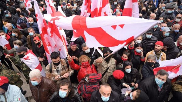 Участники акции оппозиции в Тбилиси