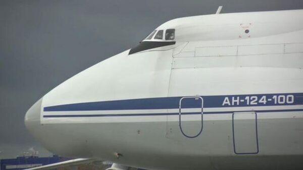 В самолет Ан-124 Руслан погрузили и отправили в Армению российских миротворцев и технику