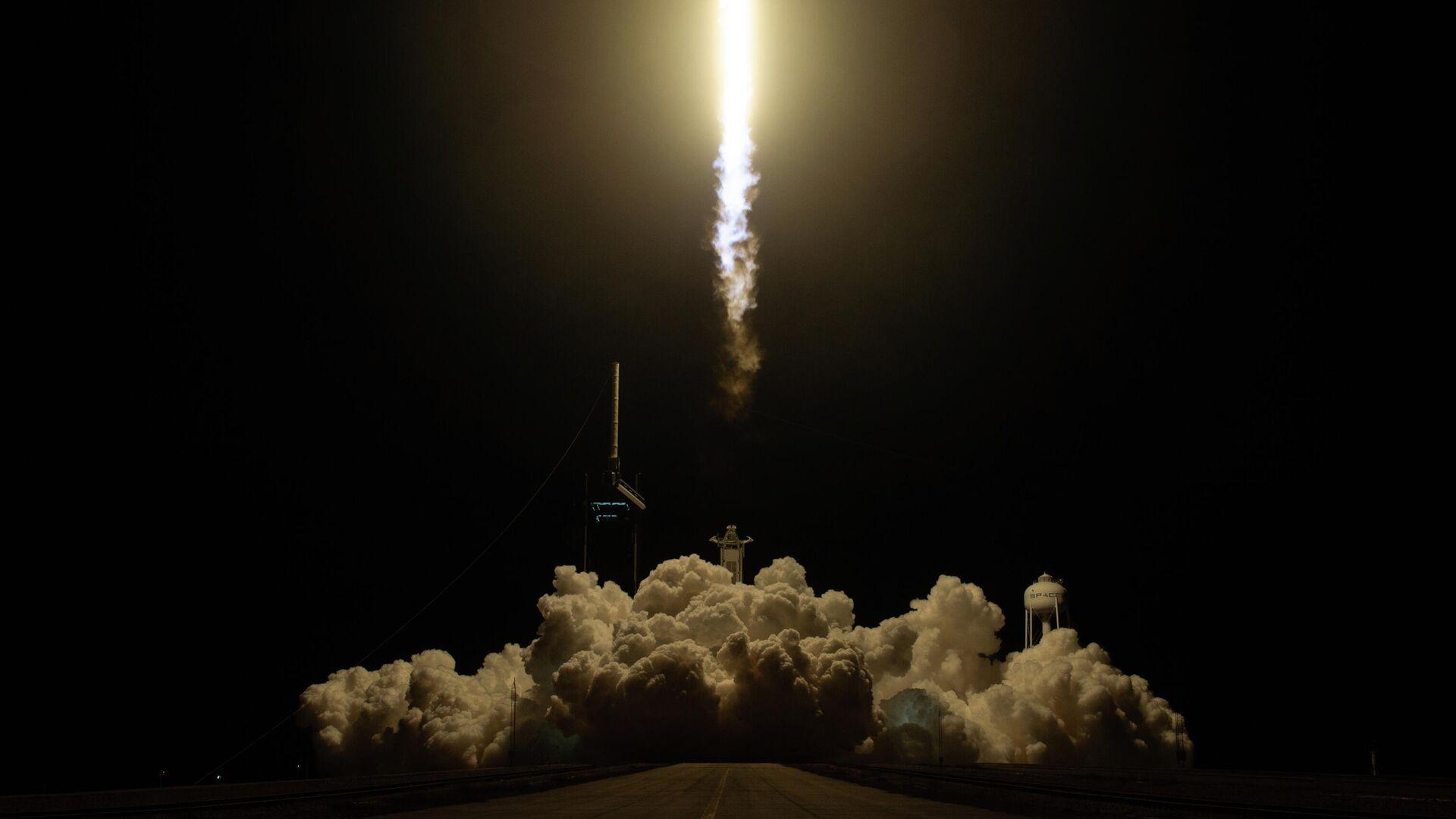 Старт ракеты Falcon 9 с кораблем Crew Dragon к МКС. 15 ноября 2020 - РИА Новости, 1920, 16.11.2020
