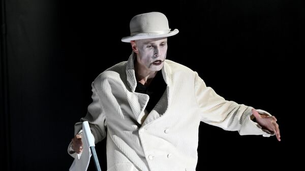 Актер Александр Девятьяров в роли Пьера во время генеральной репетиции спектакля Сын в постановке Юрия Бутусова в Российском академическом Молодежном театре (РАМТ) в Москве.