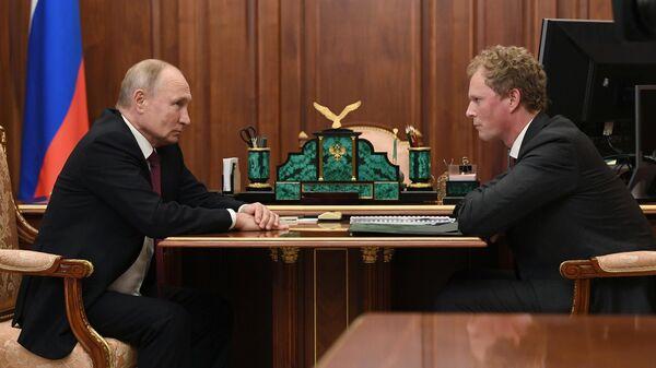 Президент РФ Владимир Путин и руководитель ФНС Даниил Егоров во время встречи