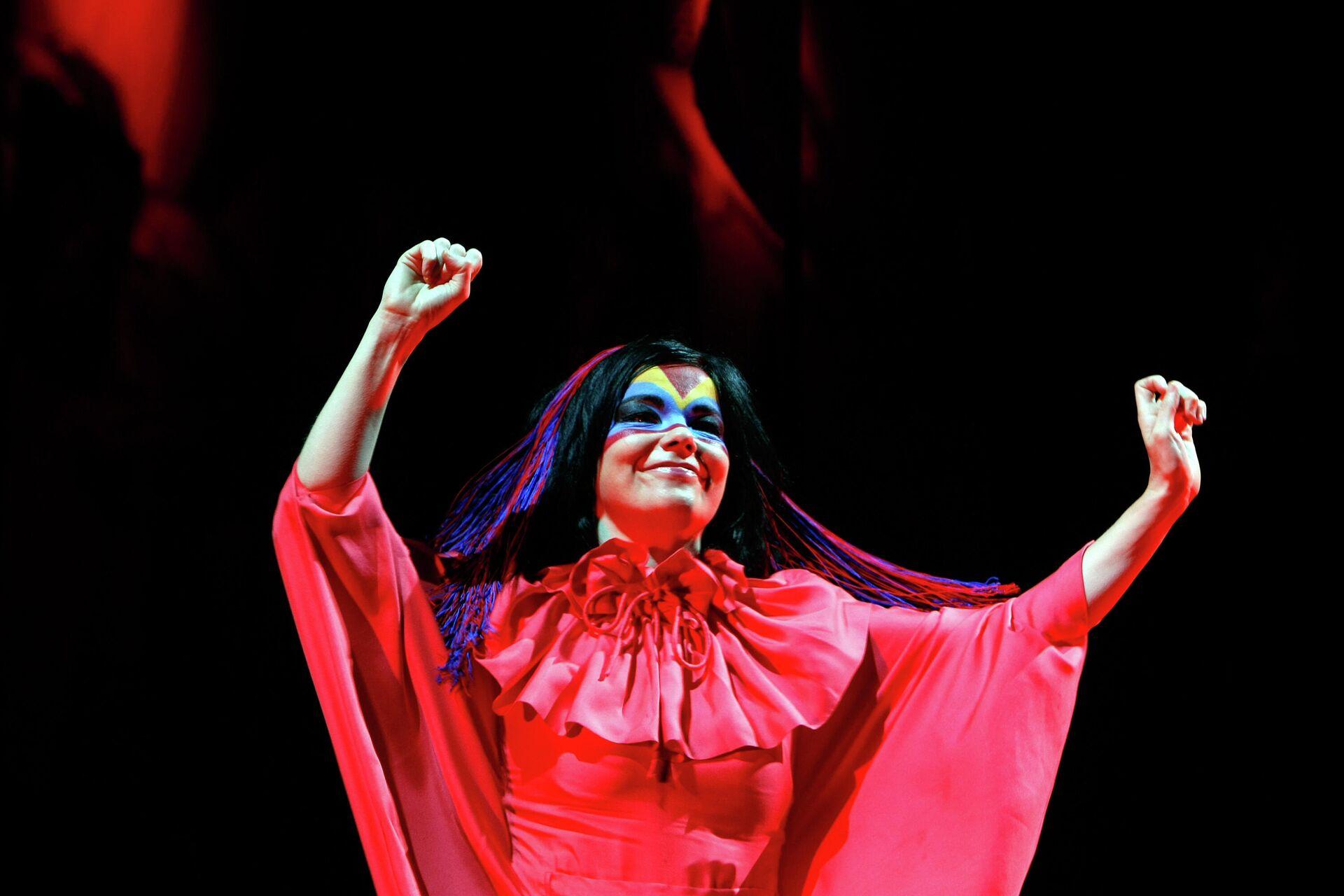 Выступление исландской певицы Бьорк в Ньоне. 2007 год  - РИА Новости, 1920, 20.11.2020