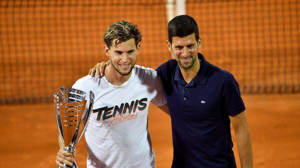 Теннисисты Доминик Тим и Новак Джокович (слева направо)