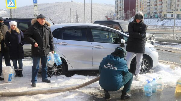 Спасатели оказывают помощь в ликвидации последствий стихии в Приморском крае