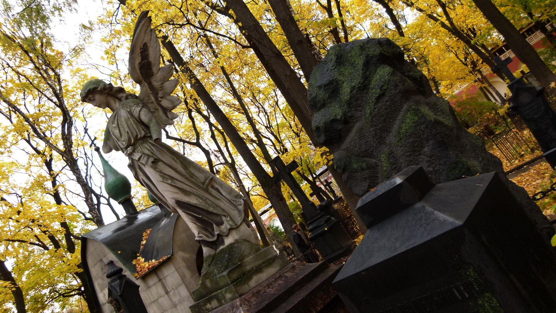 Скульптурные надгробия на кладбище Донского монастыря - РИА Новости, 1920, 23.11.2020