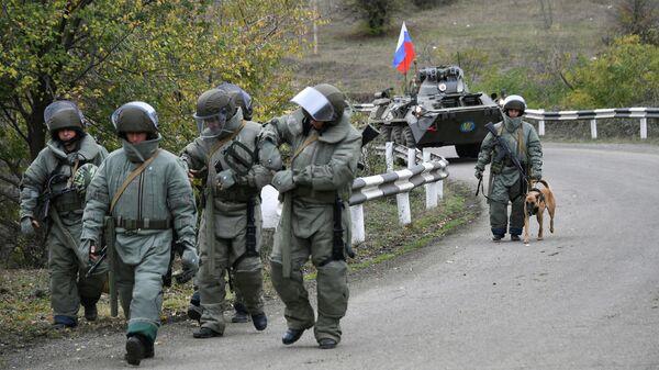 Специалисты противоминного центра Минобороны РФ во время выполнения задач в Карабахе