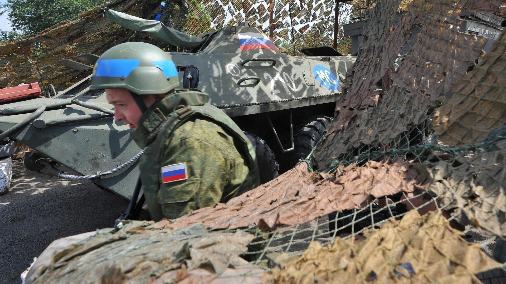 Российский миротворец на блокпосту, расположенном на въезде в город Бендеры - РИА Новости, 1920, 30.11.2020