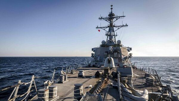 Американский эсминец Джон Маккейн в заливе Петра Великого