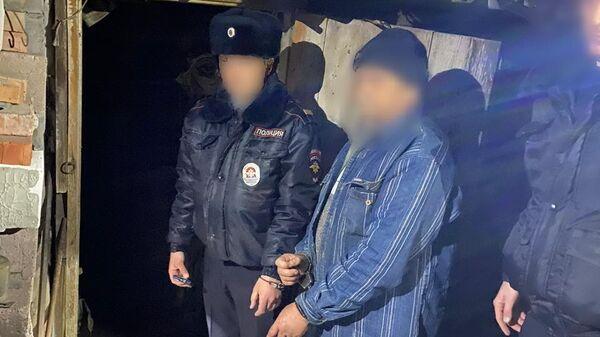 Житель поселка Звезда Краснодарского края, подозреваемый в убийстве ребенка, во время следственного эксперимента