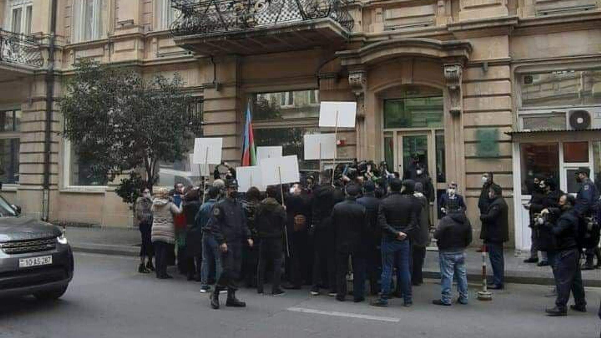 Пикет у французского посольства в Баку - РИА Новости, 1920, 26.11.2020