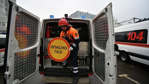 Работник МУП Мосгаз города Москвы во время демонстрации техники
