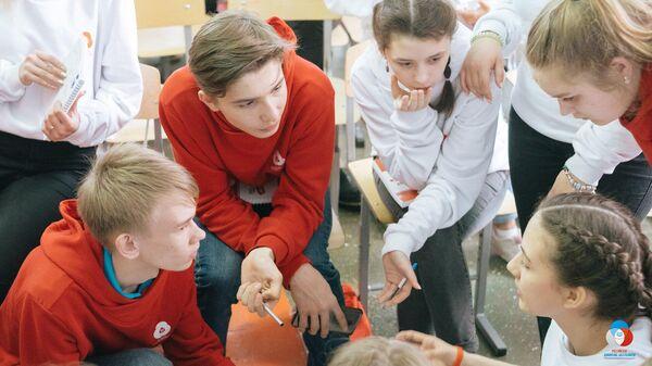 Школьники во время конкурса РДШ - территория самоуправления