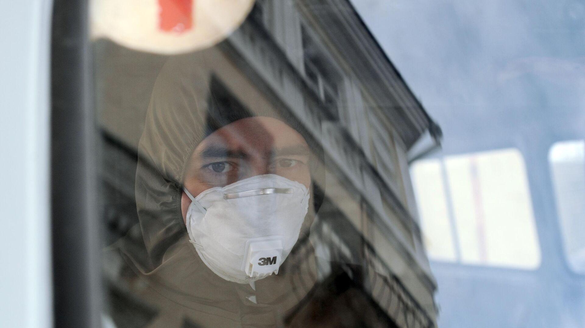 Врач-терапевт выездной бригады по оказанию медицинской помощи на дому пациентам с Covid-19 - РИА Новости, 1920, 28.11.2020