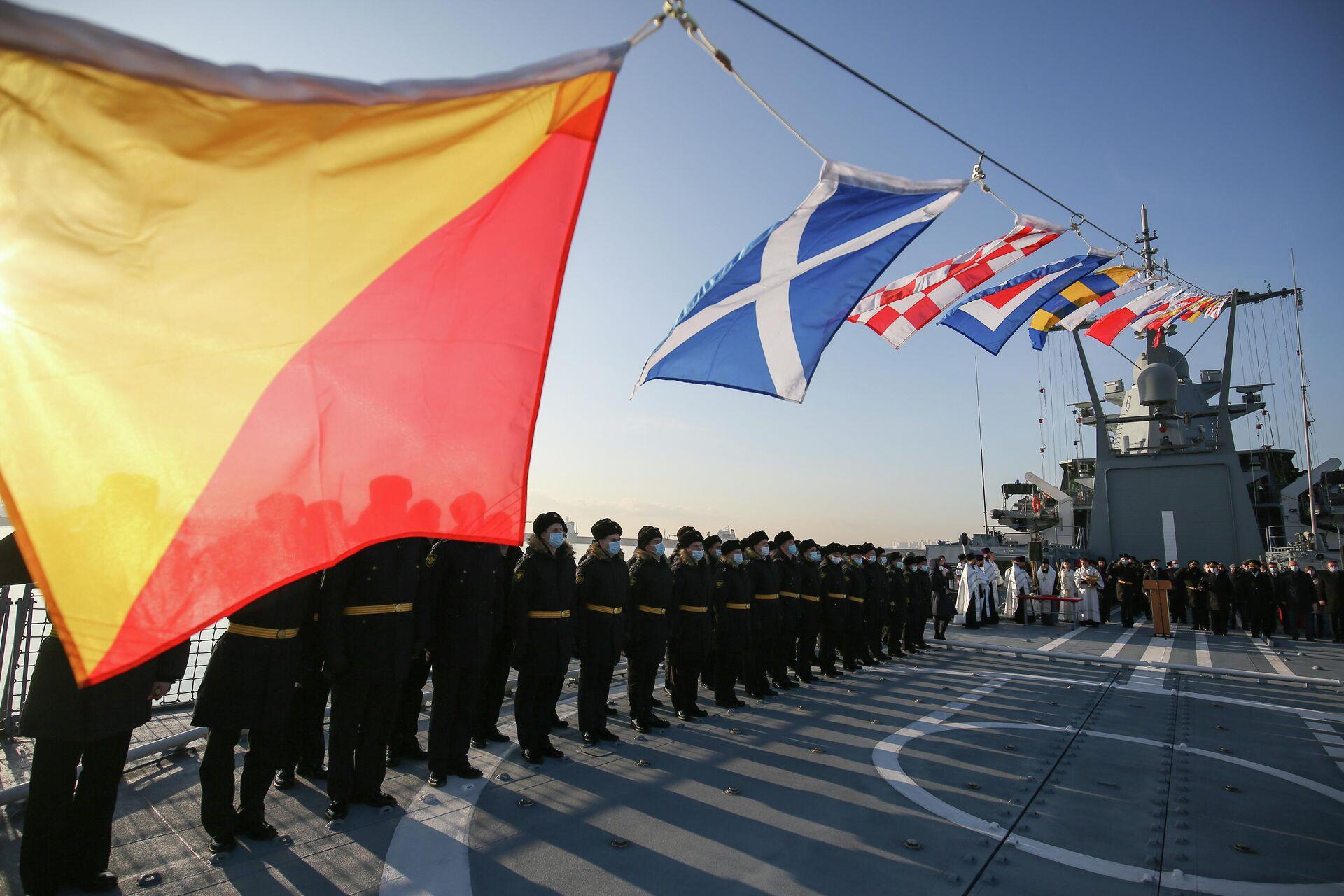Церемония подъёма Военно-морского флага на патрульном корабле Павел Державин и приём корабля в состав Черноморского флота - РИА Новости, 1920, 27.11.2020