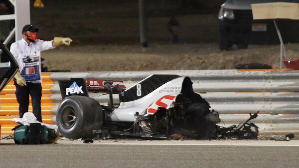 Болид пилота команды Хаас Ромена Грожана после стокновения на Гран-при Бахрейна