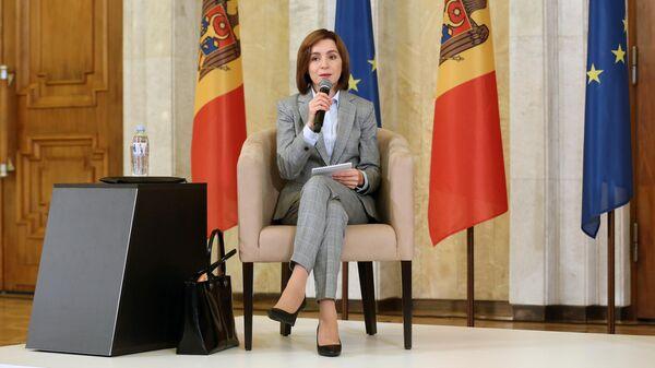 Избранный президент Молдавии Майя Санду на пресс-конференции в Кишиневе